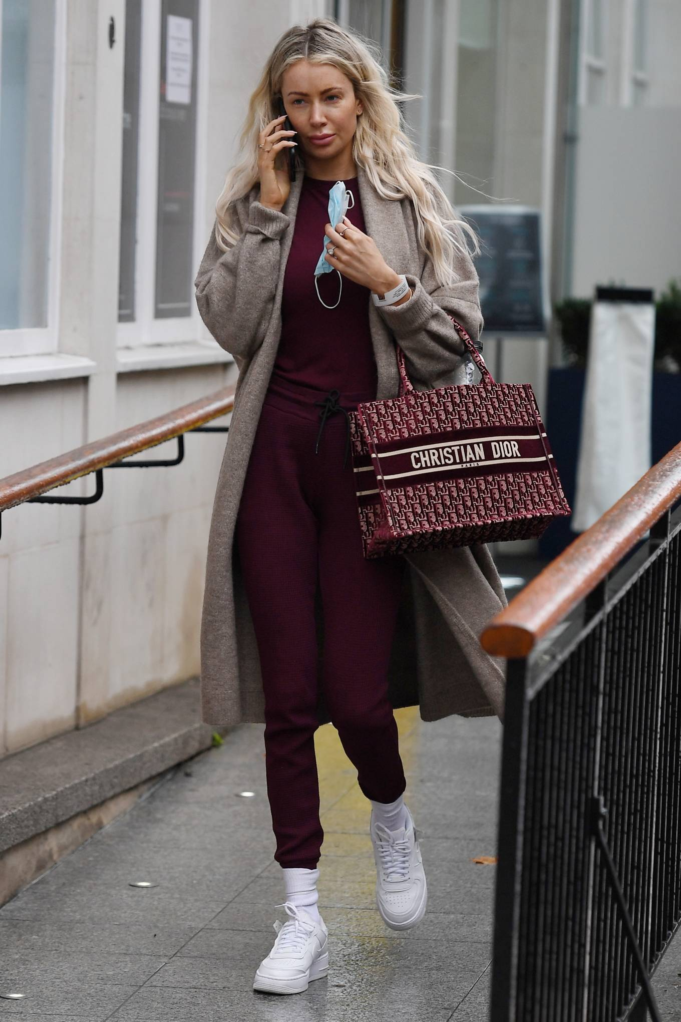 Olivia Attwood - Out and about in London