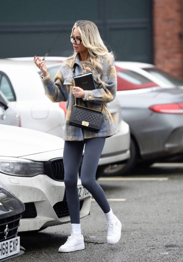 Olivia Attwood - Spotted leaving a hair salon in Cheshire