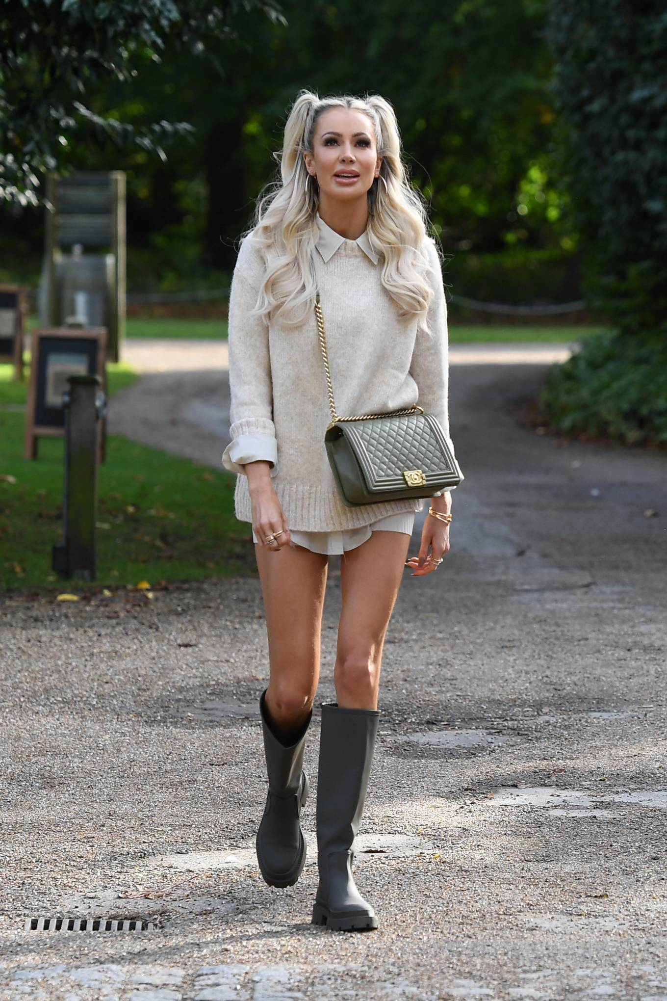 Olivia Attwood 2020 : Olivia Attwood – The Only Way is Essex TV Show filming in Essex-02