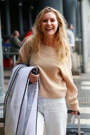 Olivia Bromley - Soap Stars exit their hotel in Manchester