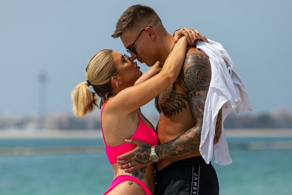Olivia Buckland 2019 : Olivia Buckland and Alex Bowen were seen on a beach in Dubai-01