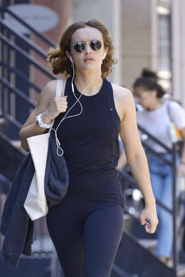 Olivia Cooke - Going to gym in NYC