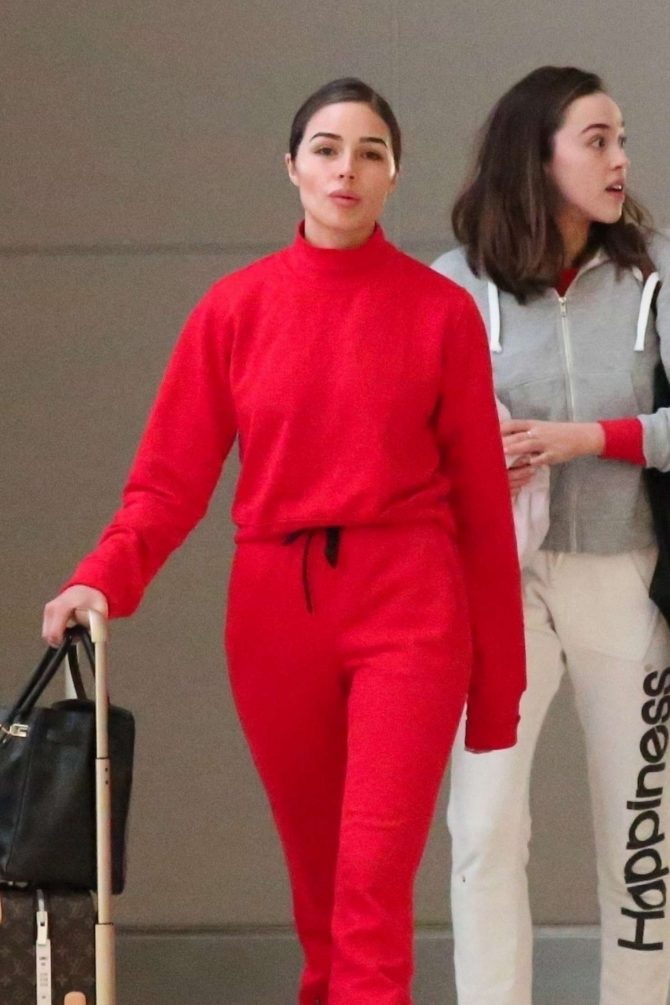 Olivia Culpo – Arrives at LAX Airport in Los Angeles