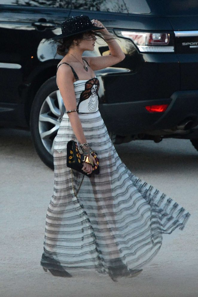 Olivia Culpo - Arrives on a photoshoot at Pioneer Town in Coachella music festival in Indio