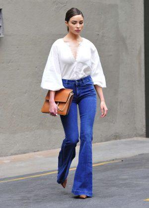 Olivia Culpo - Arriving to a breakfast meeting in Santa Monica