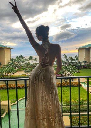 Olivia Culpo - Celebrating Birthday in Maui