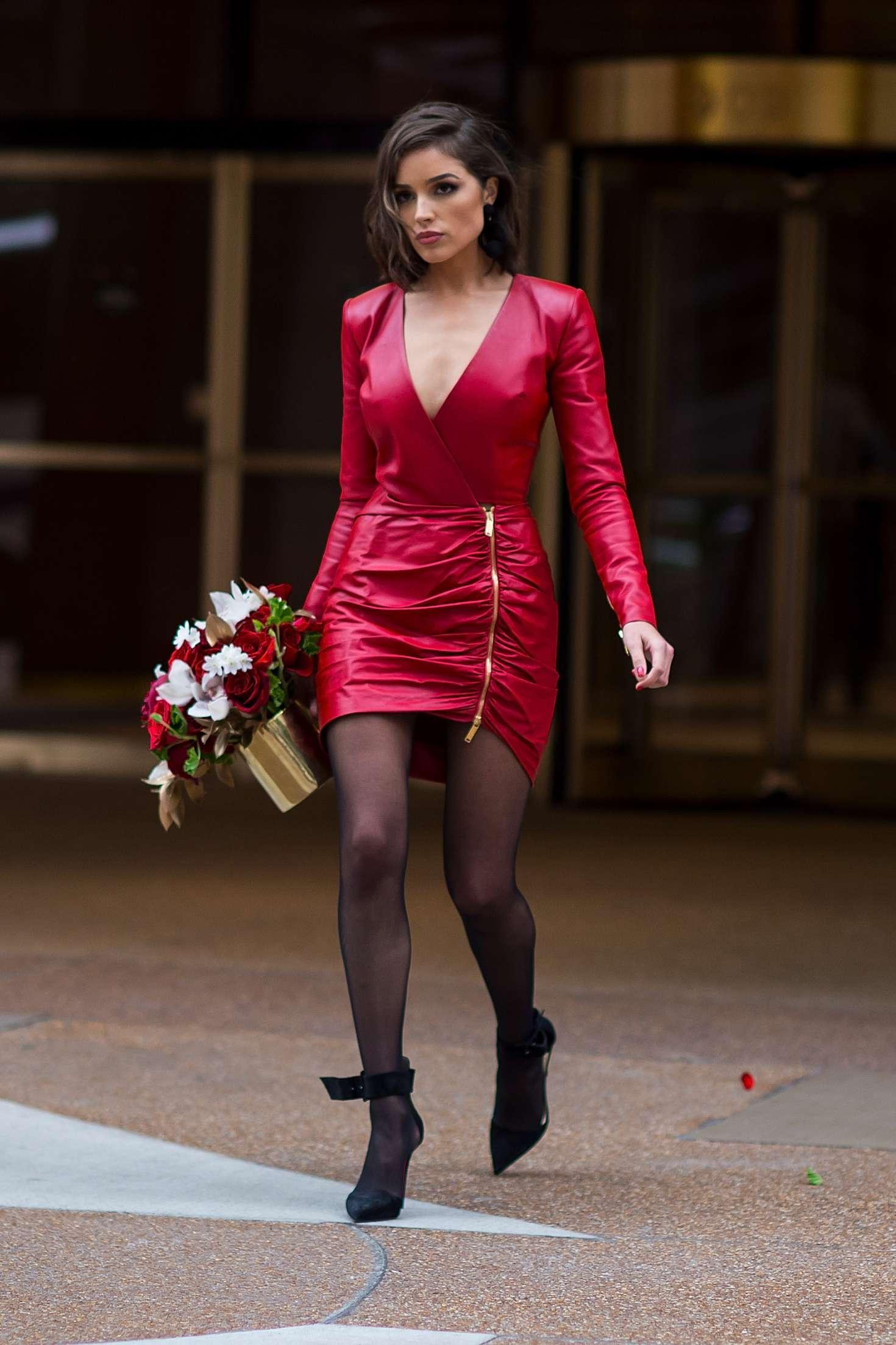 Olivia Culpo In Short Red Dress -01  Gotceleb-9434