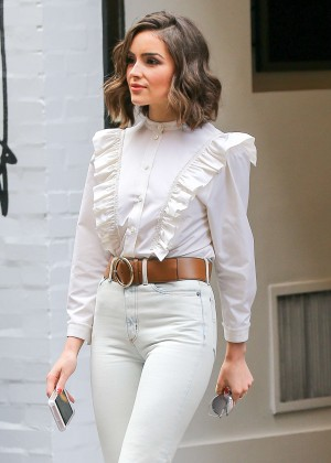 Olivia Culpo - Leaving the Marc Jacobs Store in SoHo