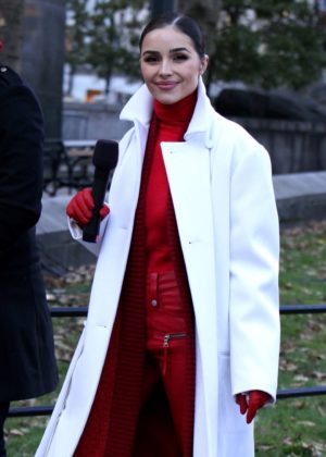 Olivia Culpo - Macy's Thanksgiving Day Parade in NYC