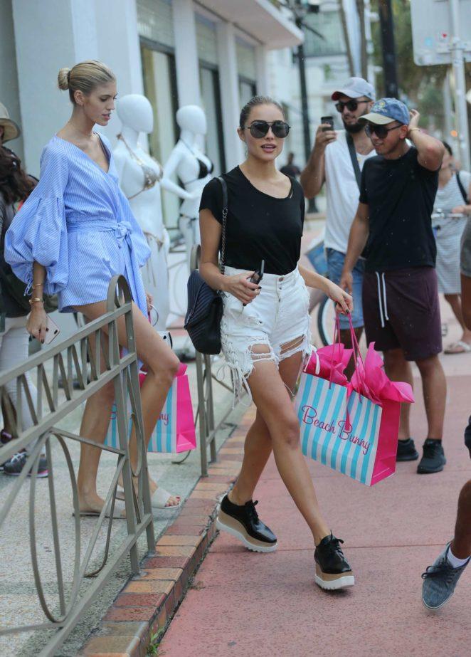 Olivia Culpo Shopping at Beach Bunny Swimwear -11