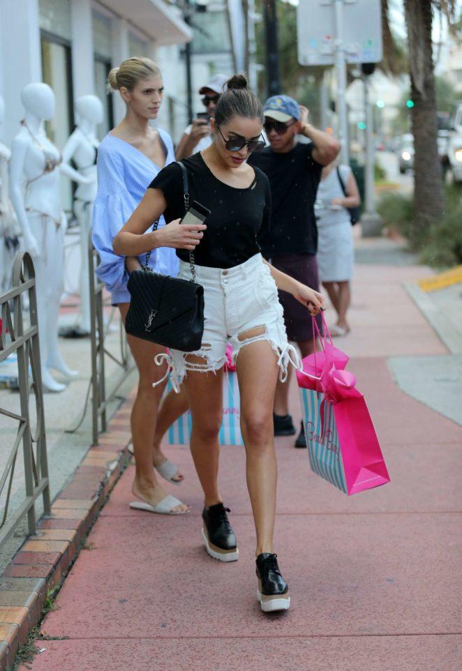 Olivia Culpo Shopping at Beach Bunny Swimwear -15