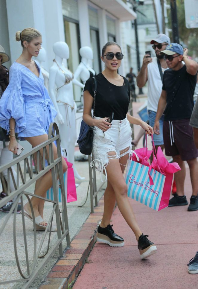 Olivia Culpo Shopping at Beach Bunny Swimwear -16
