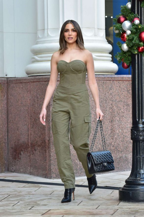 Olivia Culpo - Shopping in Beverly Hills