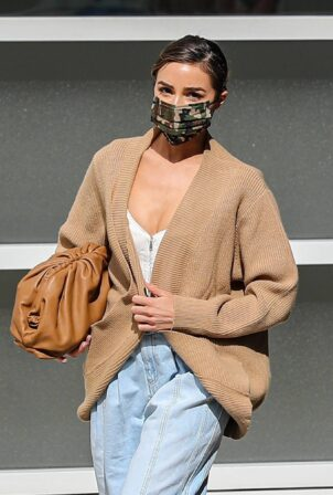 Olivia Culpo - Spotted at skin care clinic Epione in Beverly Hills