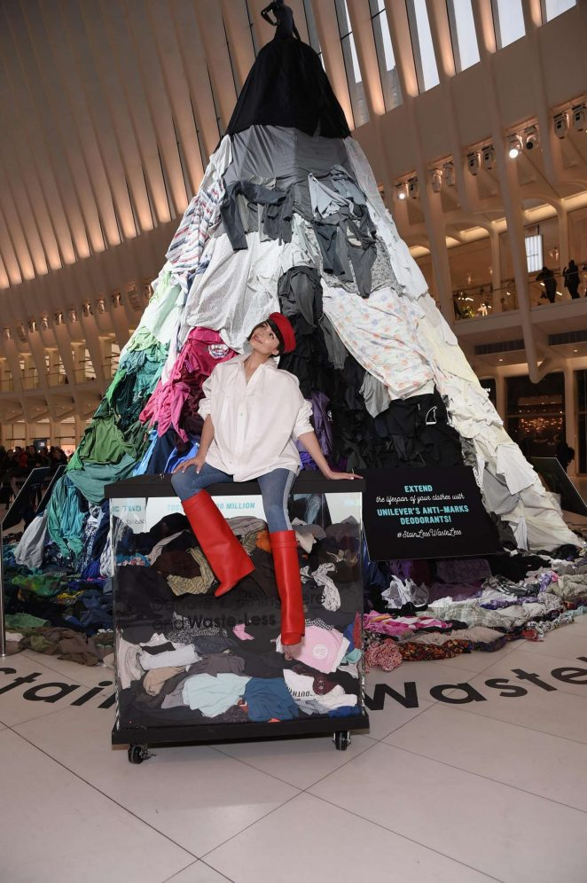 Olivia Culpo: Unilevers Stain-Less Waste-Less installation -01