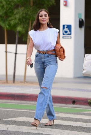 Olivia Culpo - With a friends out for dinner in Santa Monica