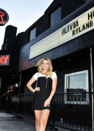 Olivia Holt at The Roxy Theatre for Her Performance in Los Angeles