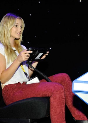 Olivia Holt: Nintendo hosts celebrities at 2015 E3 Gaming Convention -01