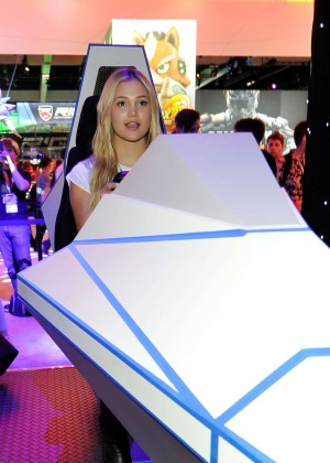 Olivia Holt: Nintendo hosts celebrities at 2015 E3 Gaming Convention -18