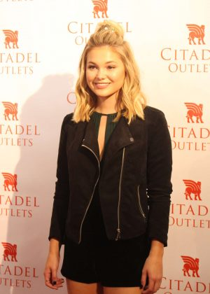 Olivia Holt - Performing at the Rise of a Phoenix Tour 2nd Concert in LA