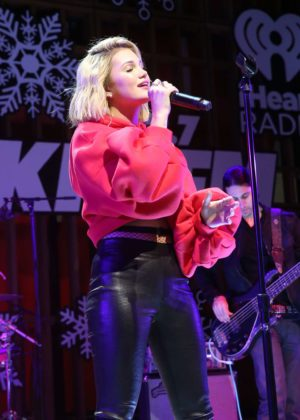 Olivia Holt - Performs at 'Live at the Atrium' Holiday Concert Series in Century City