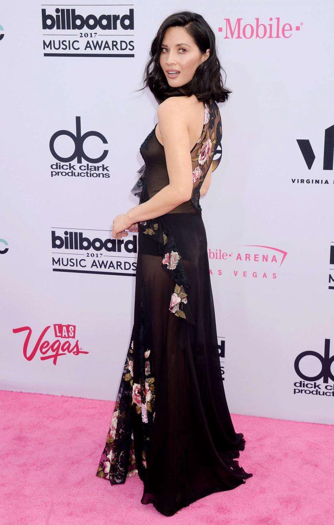 Robe de soirée noire florale longue Olivia Munn