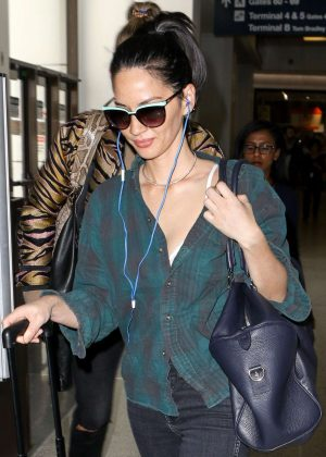 Olivia Munn - Arrives at LAX Airport in Los Angeles