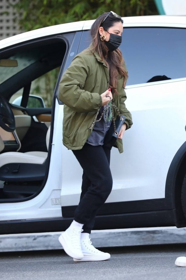 Olivia Munn - Arrives at the valet outside of San Vicente Bungalows in West Hollywood