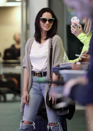 Olivia Munn arriving on a flight in Vancouver
