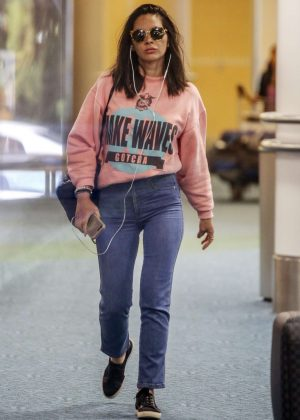 Olivia Munn arriving to an airport in Vancouver