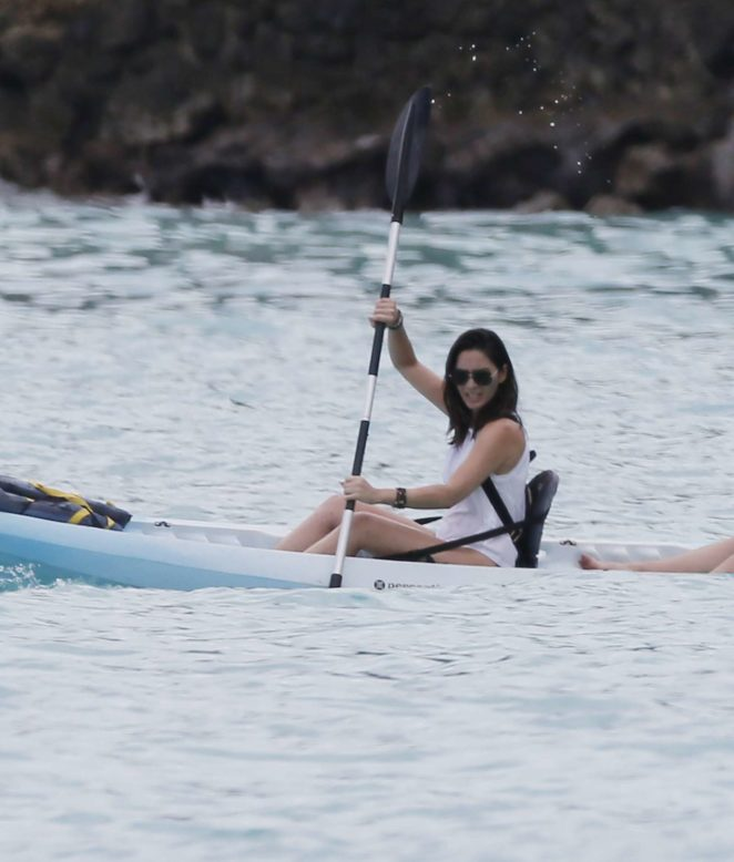 Olivia Munn in a Kayak Whilst on Vacation in Hawaii