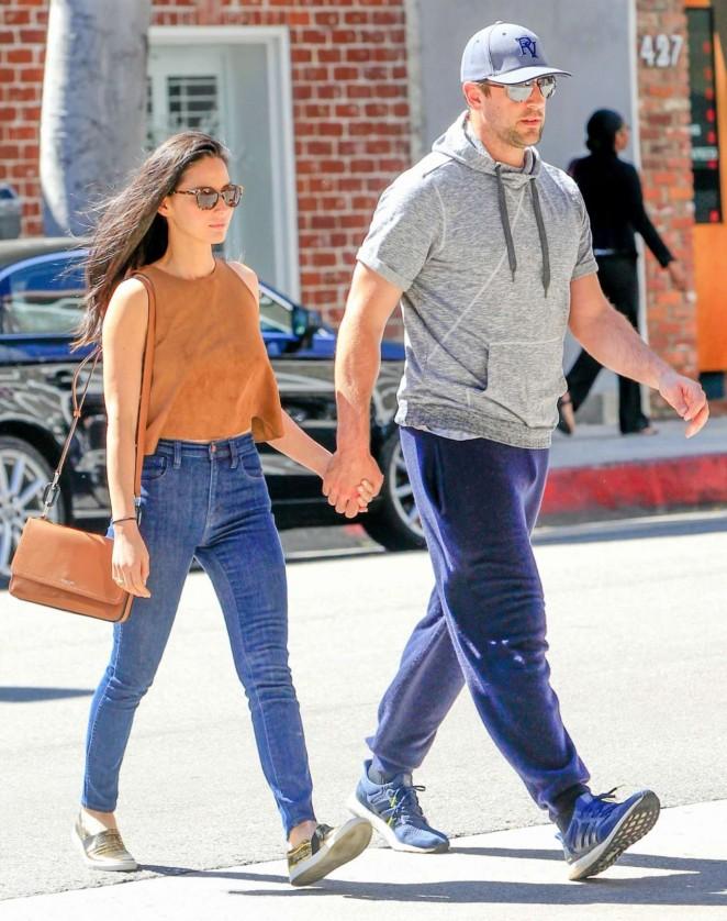 Olivia Munn in Jeans -10