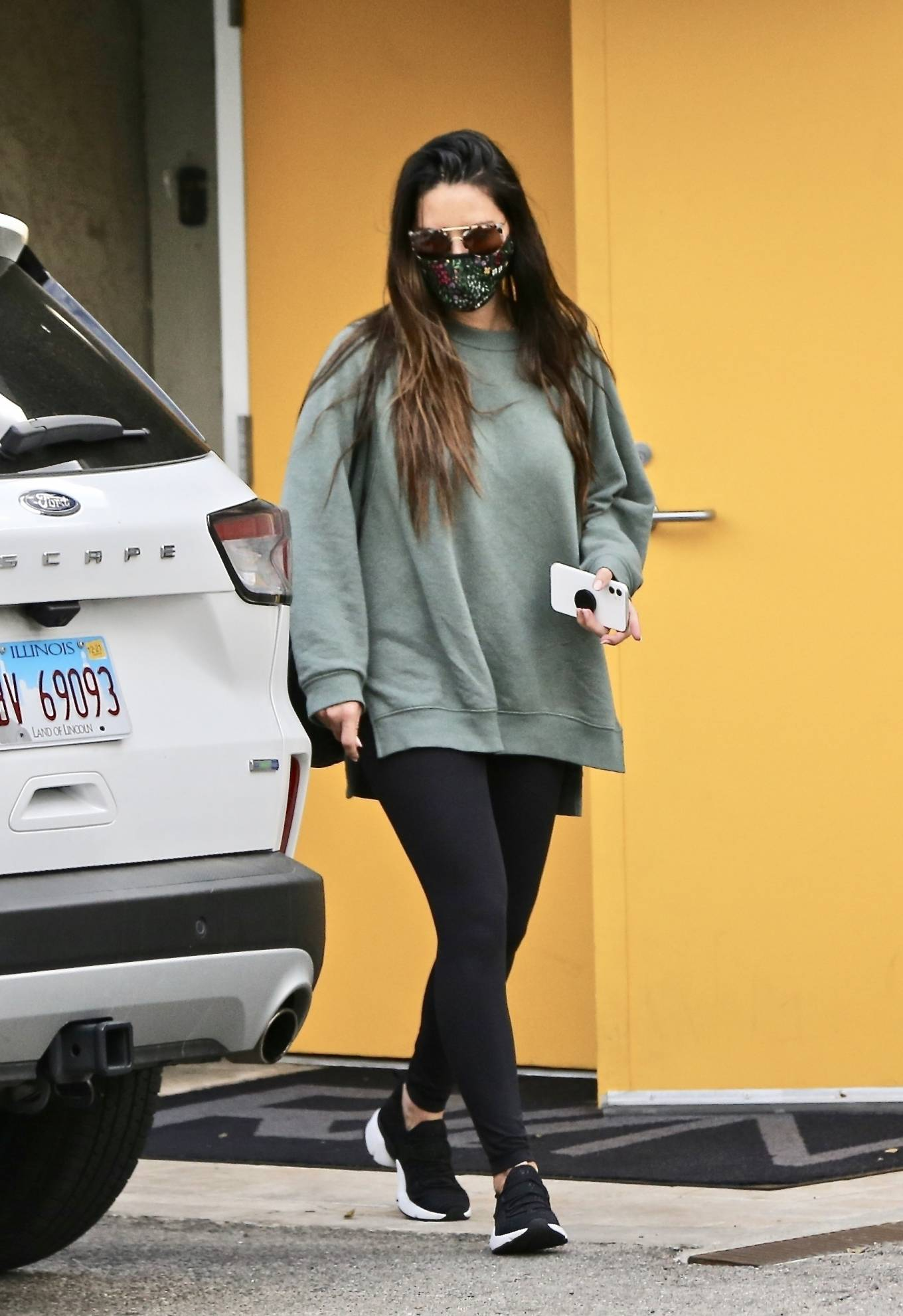 Olivia Munn - Looks casual at gym in West Hollywood