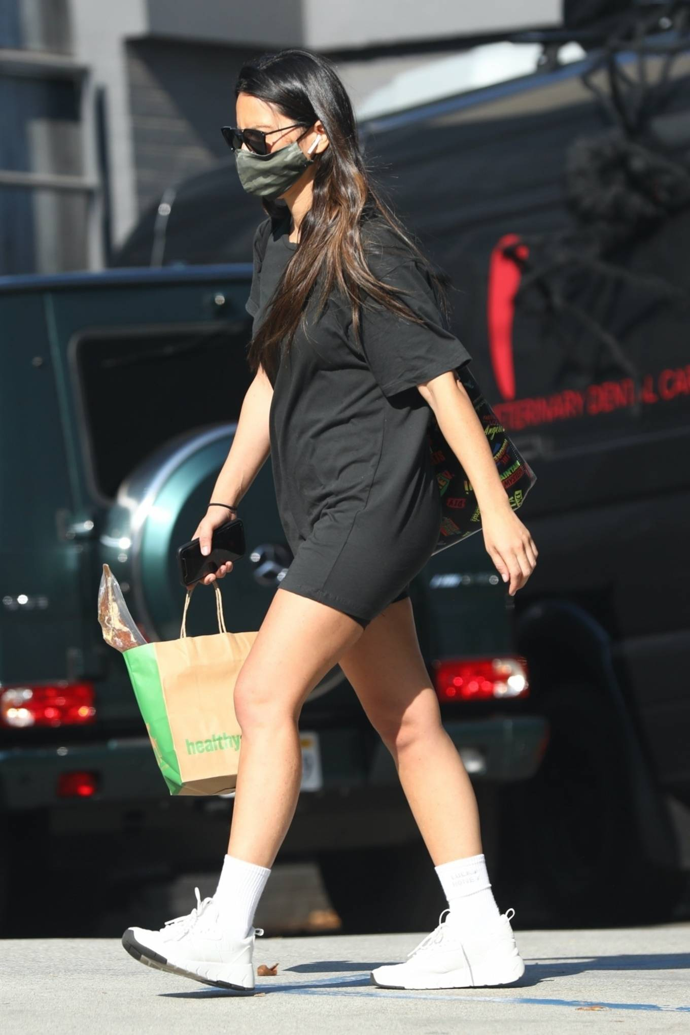 Olivia Munn 2020 : Olivia Munn – makes a stop by Healthy Spot in West Hollywood-03