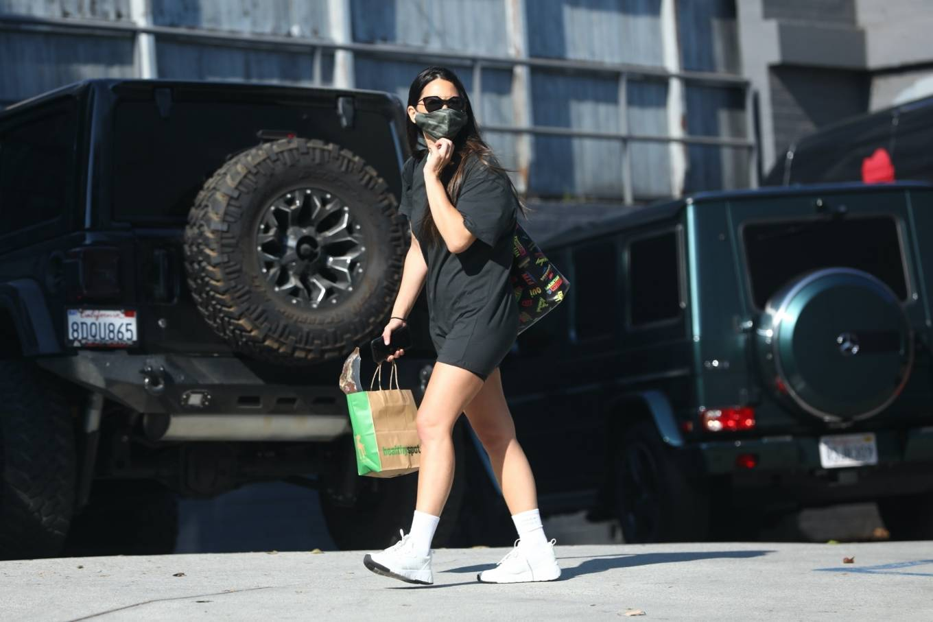 Olivia Munn 2020 : Olivia Munn – makes a stop by Healthy Spot in West Hollywood-05