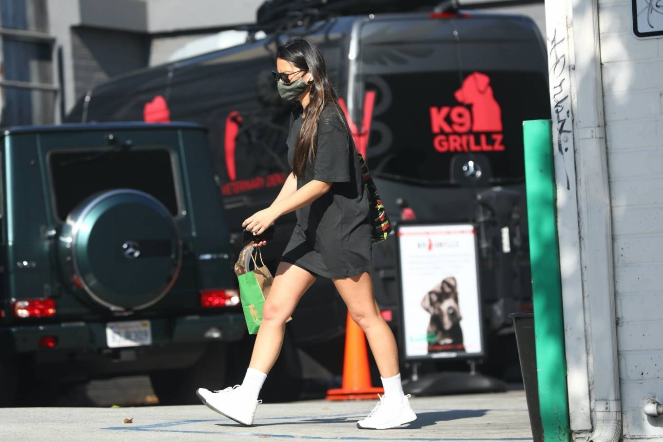 Olivia Munn 2020 : Olivia Munn – makes a stop by Healthy Spot in West Hollywood-09