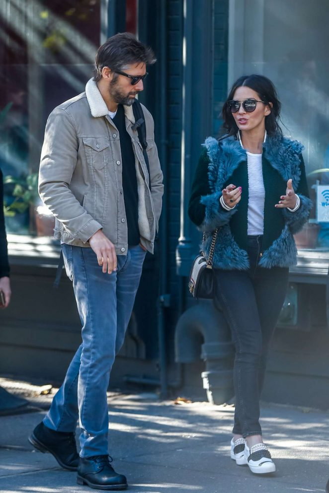 Olivia Munn – Places a late vote on election day in New York