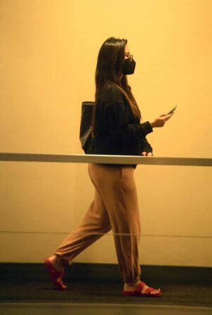 Olivia Munn - Running errands in Beverly Hills