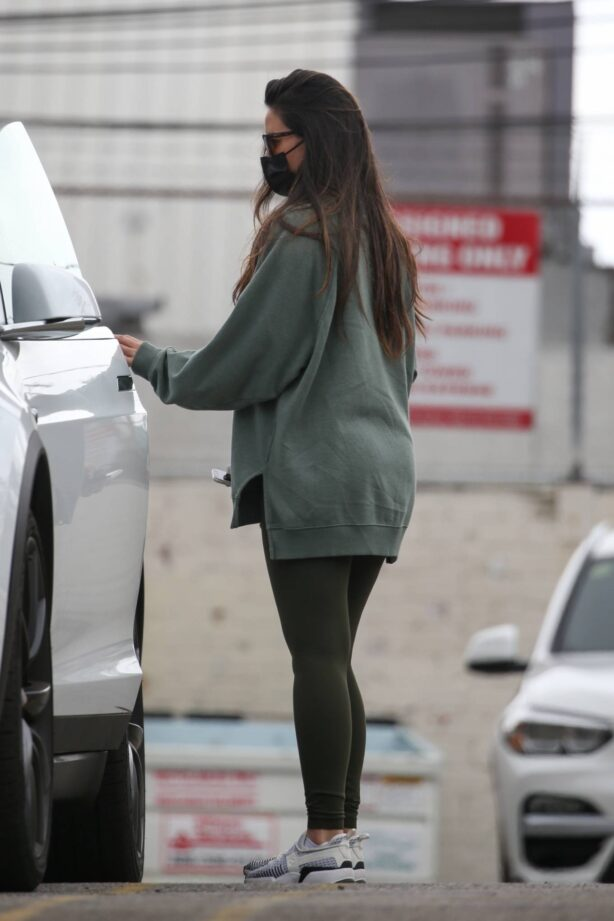 Olivia Munn - Seen after gym in West Hollywood