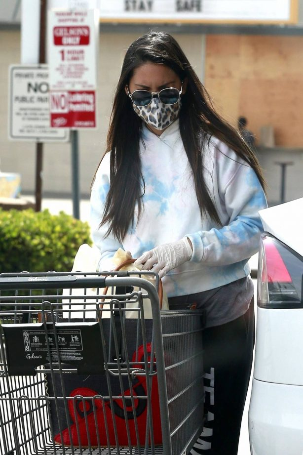Olivia Munn - Shopping at Gelson's to pick up groceries in Los Feliz