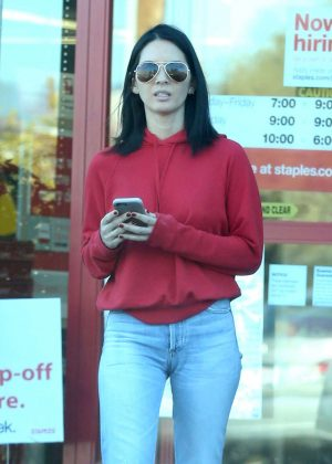 Olivia Munn Shopping at Staples in Los Angeles