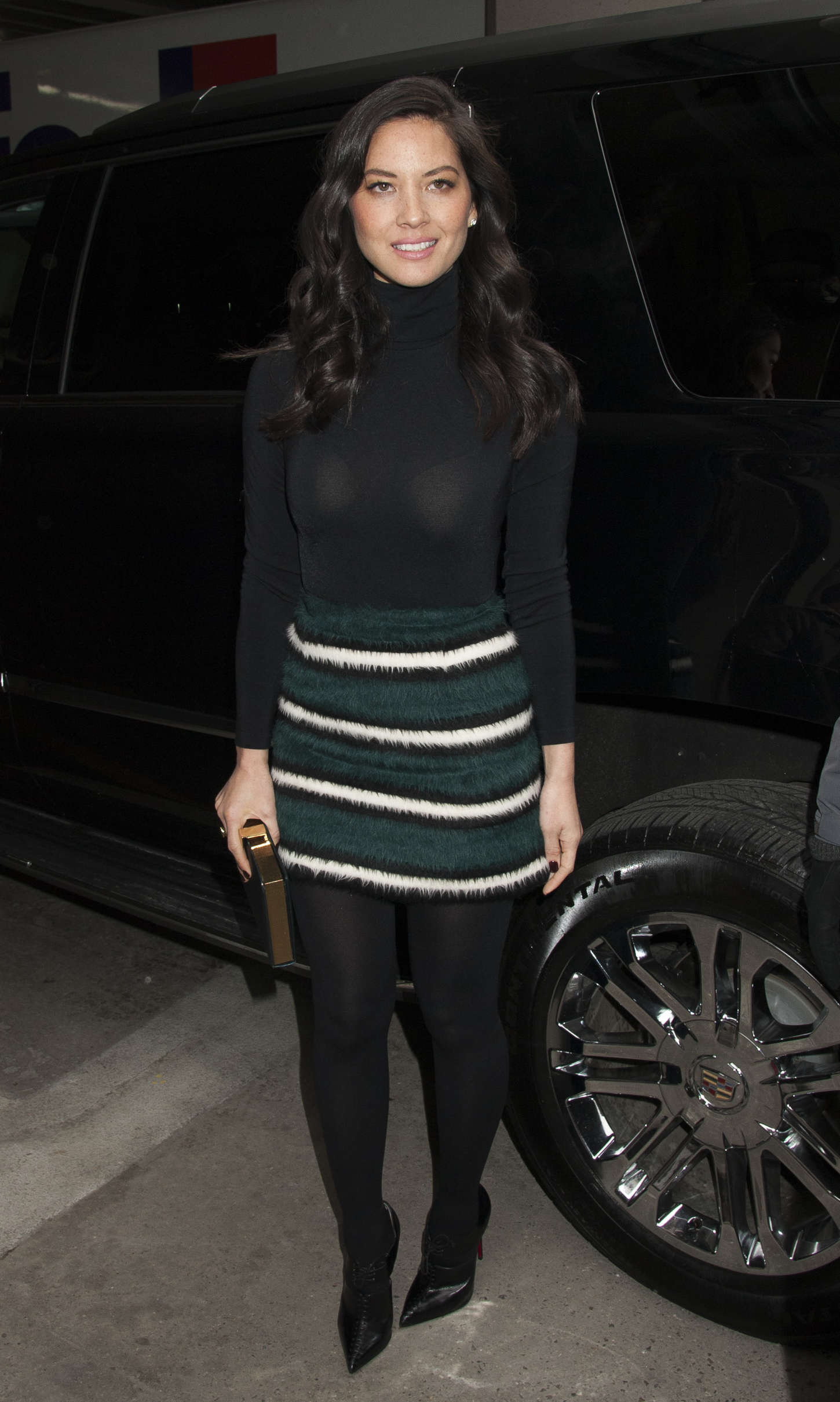 Olivia munn in mini skirt gotceleb