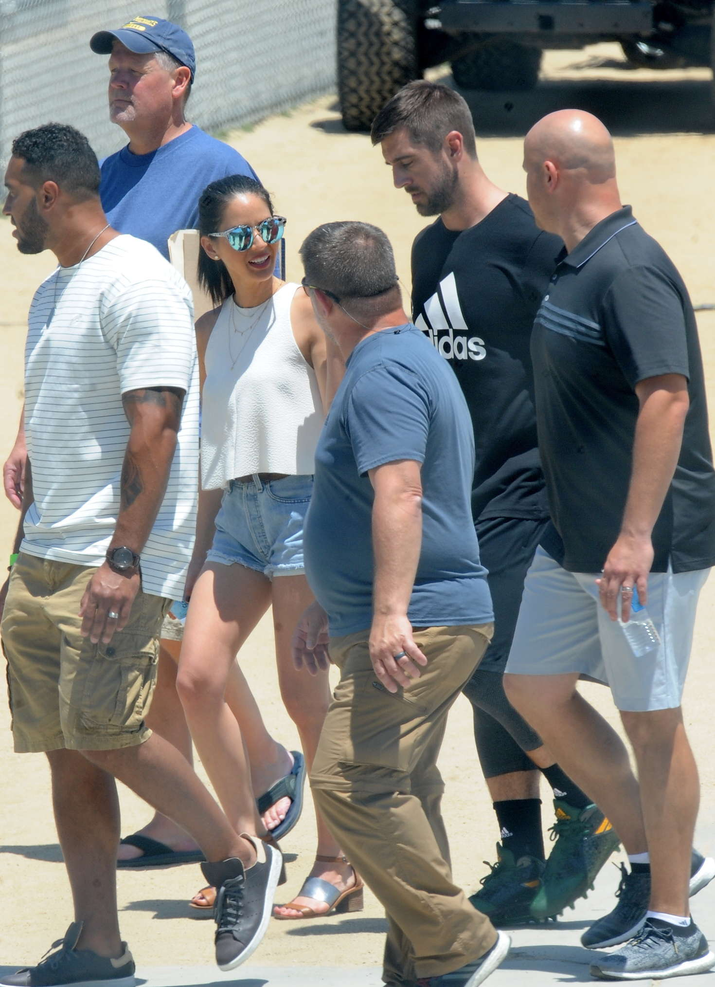 Olivia Munn – Visits Aaron Rogers on the set of a commercial in Los Angeles   Olivia-Munn:-Visits-Aaron-Rogers-on-the-set-of-a-commercial--02