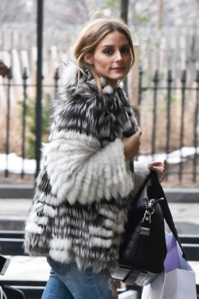 olivia palermo arriving to her apartment 04 gotceleb