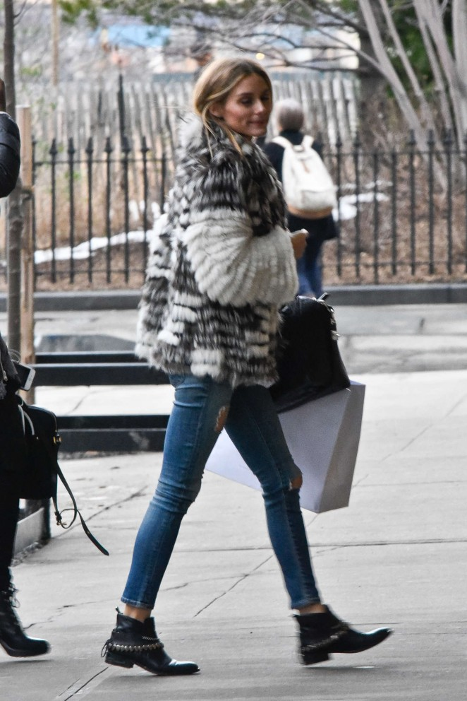 Olivia Palermo Arriving To Her Apartment 13