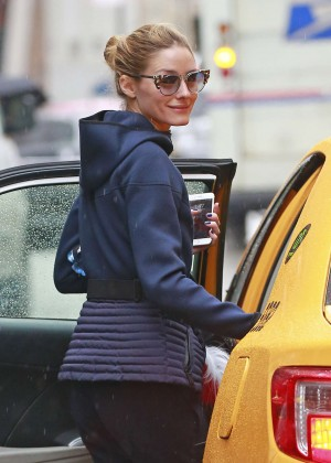 Olivia Palermo getting into a yellow cab in Brooklyn
