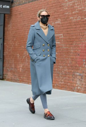 Olivia Palermo - In a grey coat running errands in Dumbo - Brooklyn