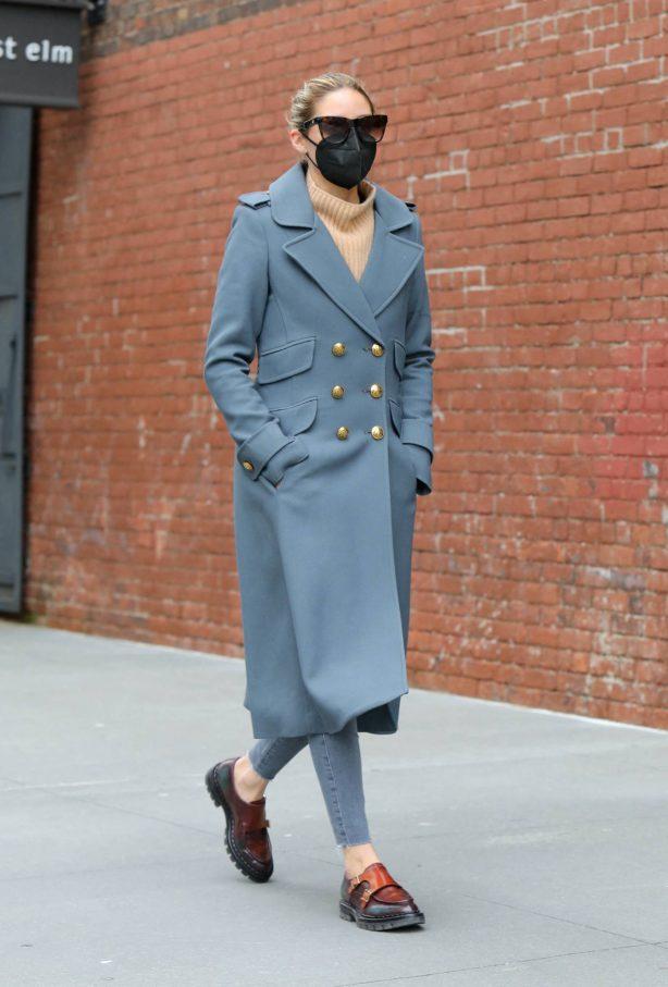 Olivia Palermo - In a grey coat running errands in Dumbo - Brooklyn