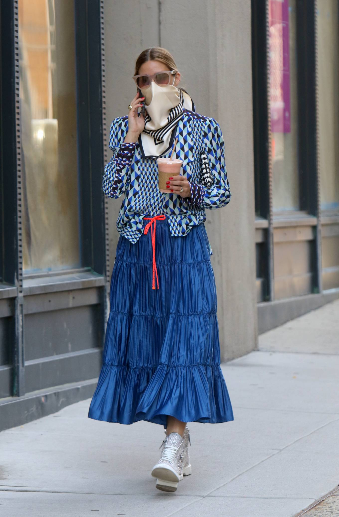 Olivia Palermo - In a retro outfit in Downtown