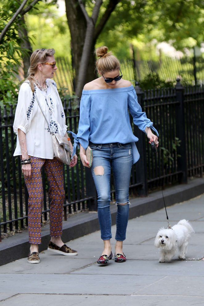 Olivia Palermo in Ripped Jeans -09